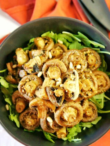 Garlic Mushrooms in s black serving bowl