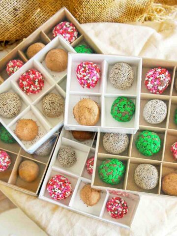 Chocolate balls in square chocolate boxes